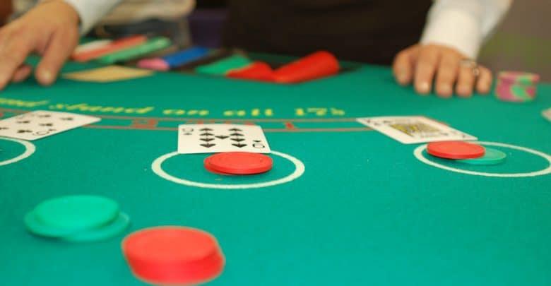 Τραπέζι του μπλάκτζακ blackjack